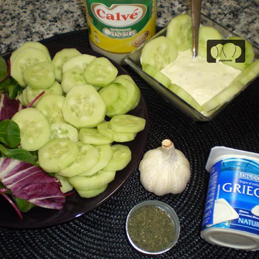 Ensalada de pepino con yogur aliñado