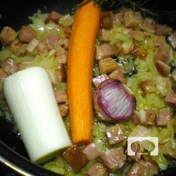 lentejas guisadas con codorniz y bacon