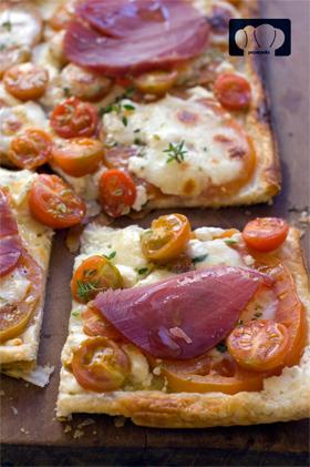 tarta hojaldre tomate y atun