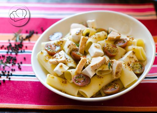 receta de ensalada de pasta con atún tomate y queso fresco