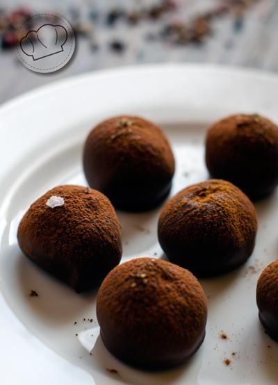 receta de trufas de chocolate con cobertura de chocolate con leche