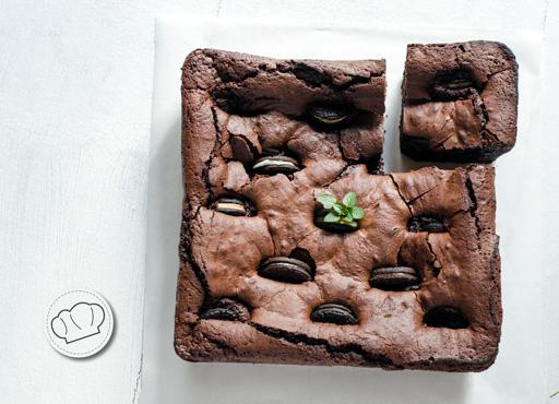receta de Brownie de chocolate negro con Oreos